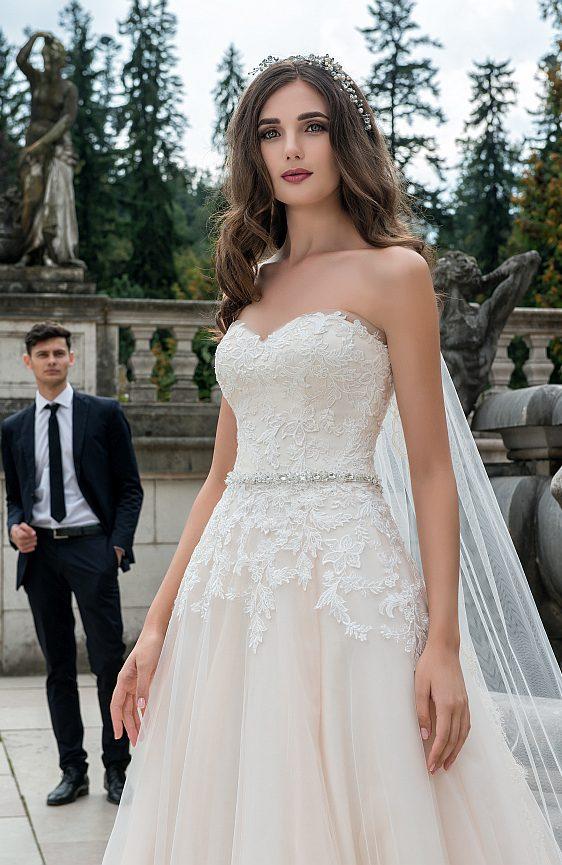 Svadobné šaty s čipkou Wedding Gallery svadobný salón Bratislava