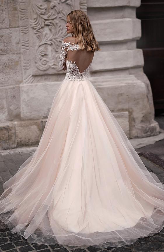 Svadobné šaty dlhými s čipkovými rukávmi