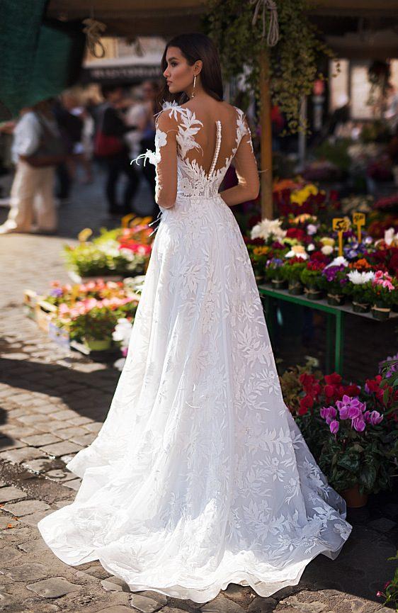 Svadobné šaty s čipkovými rukávmi - Wedding Gallery svadobný salón Bratislava