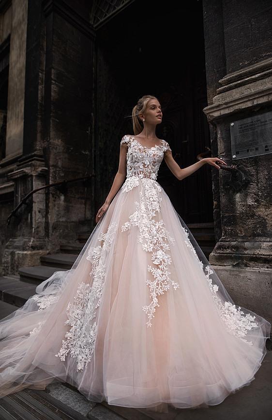 Svadobné šaty princeznovské čipkované púdrové