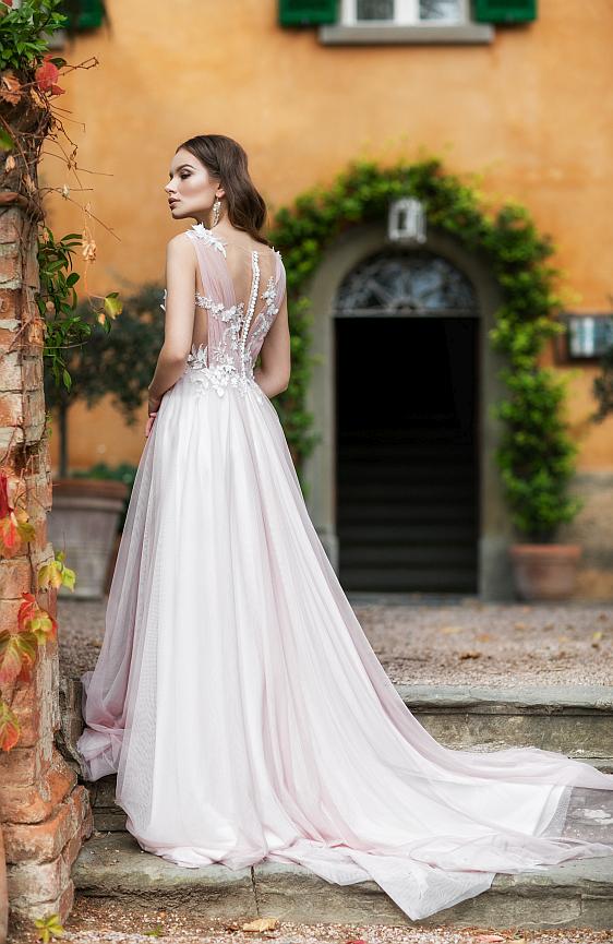 Svadobné šaty jednoduché s padavou sukňou bohémske s ramienkami a čipkou