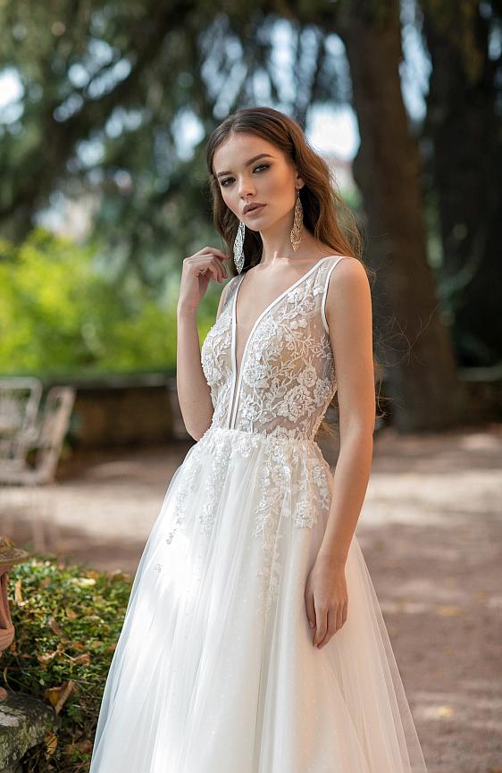 Svadobné šaty s ramienkami v bohémskom štýle sú ako stvorené pre modernú nevestu. Tieto svadobné šaty nájdete práve teraz v svadobnom salóne Wedding Gallery v Bratislave.
