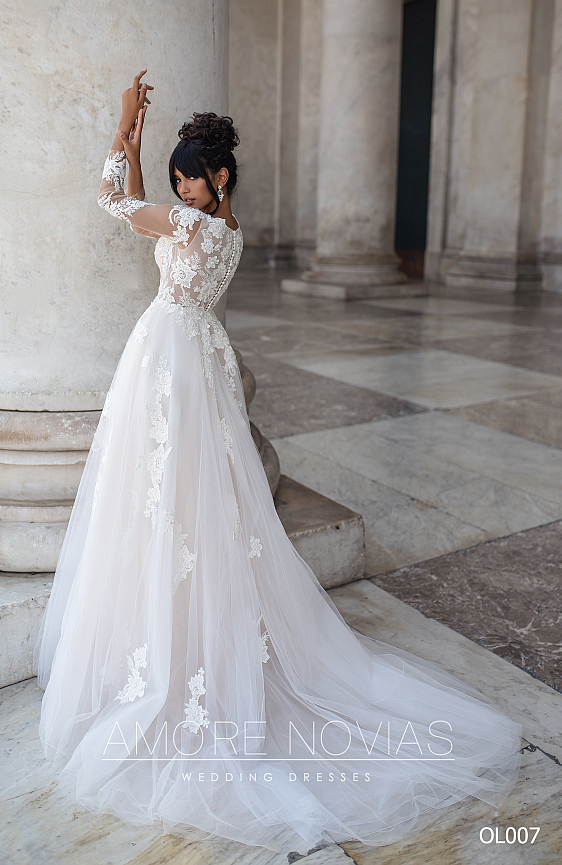Krásne svadobné šaty, v ktorých sa budete cítiť priam čarovne, nájdete práve teraz v svadobnom salóne Wedding Gallery v Bratislave.
