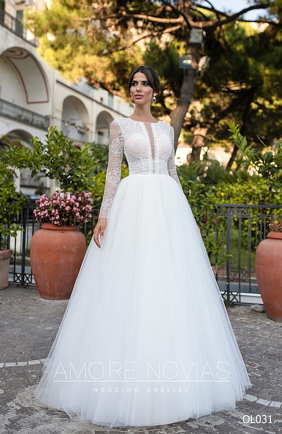 Svadobné šaty s dlhými rukávmi z jemnej čipky, v ktorých budete pôsobiť nežne a rafinovane zároveň - nová kolekcia - svadobný salón Wedding Gallery Bratislava